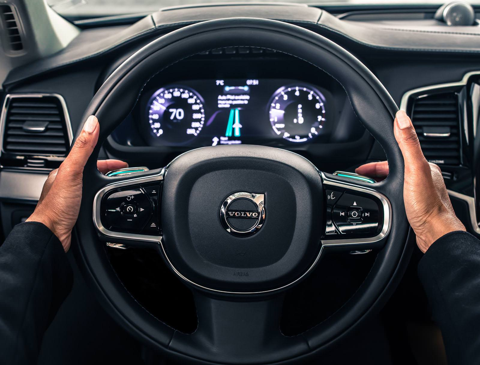 Reasons why you feel struggling with your steering wheel